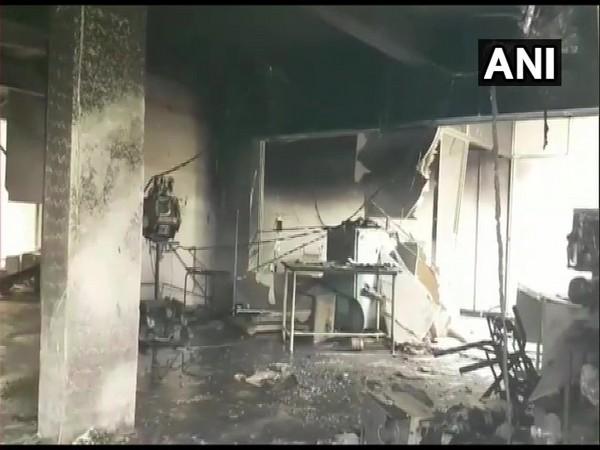ഗുജറാത്തില് കൊവിഡ് ആശുപത്രിയില് തീപിടുത്തം: 14 രോഗികളും രണ്ട് നഴ്സുമാരും  മരിച്ചു